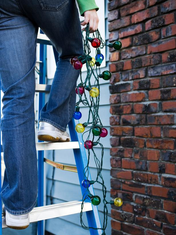 7 Safety Tips For Hanging Christmas Lights College Works